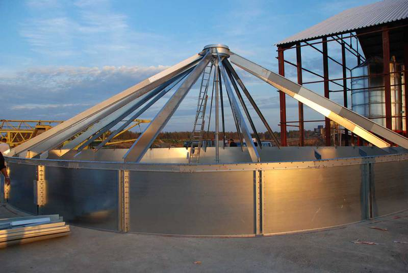Outdoor Silo Mounting Of Silo Roof